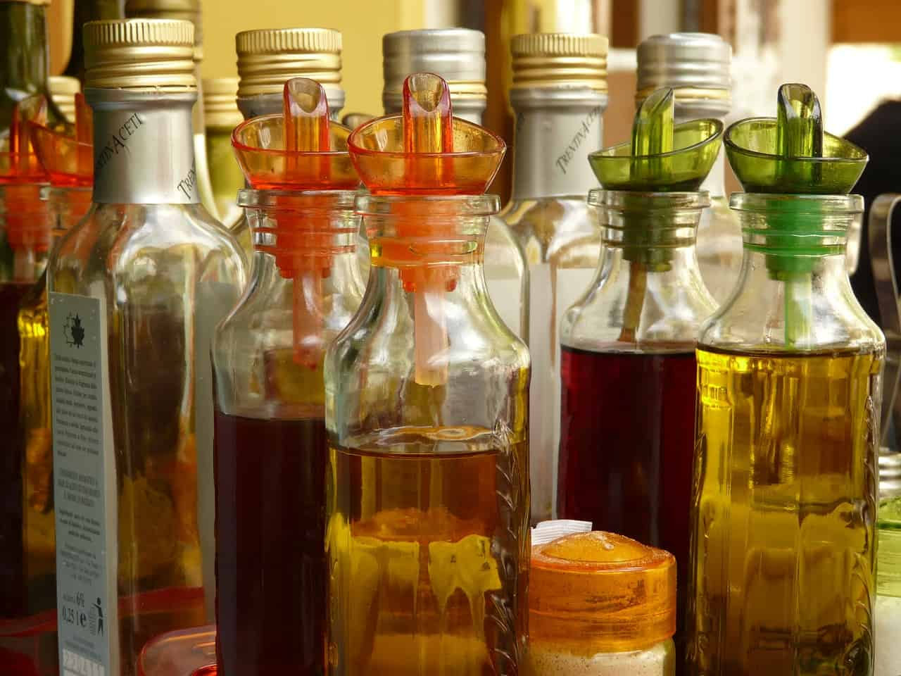 seven-homemade-weed-killers-1-vinegar