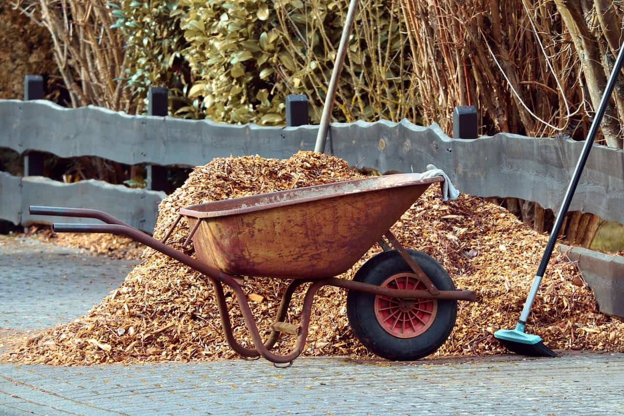 seven-homemade-weed-killers-5-mulch