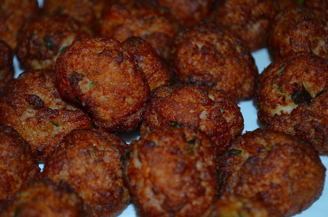 snack-ideas-barbecue-party-11-chicken-meatballs
