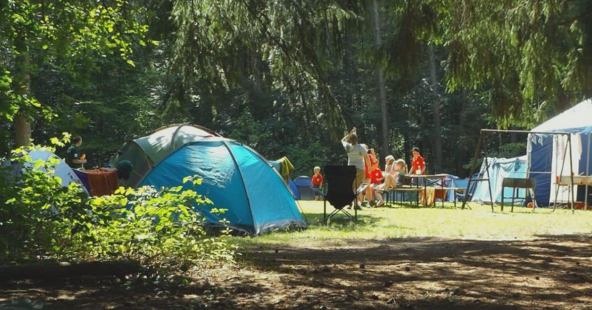 outdoor-party-theme-ideas-3-summer-camp-party