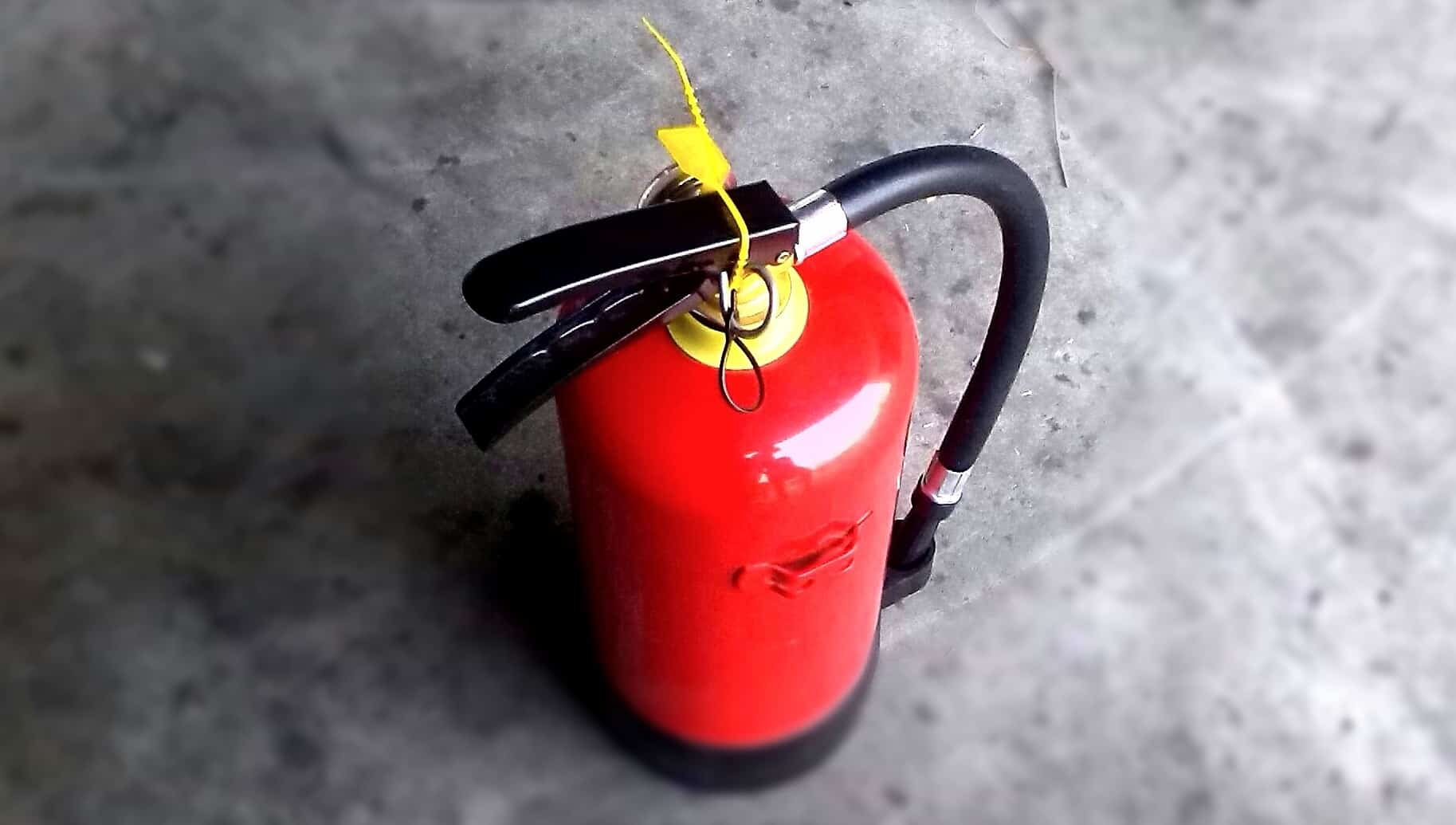 grill-checklist-bbq-party-14-fire-extinguisher