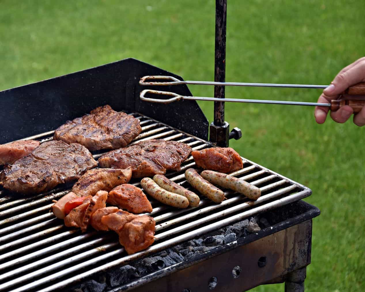 grill-checklist-bbq-party-9-long-handled-tongs
