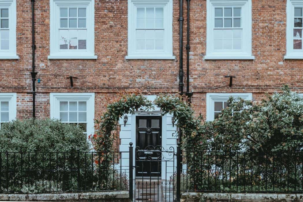 kerb-appeal-house-front-5-enhance-with-an-arch