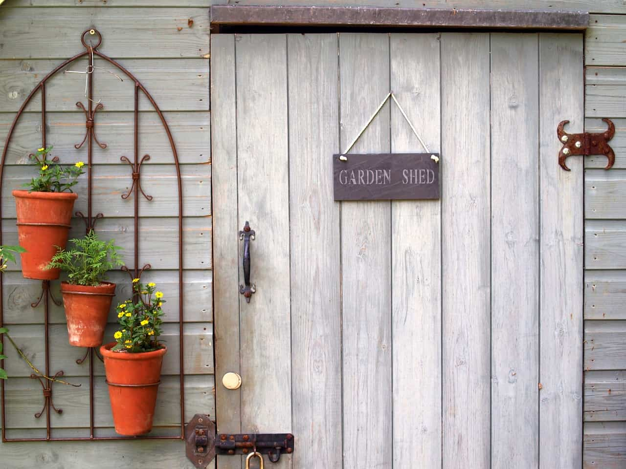 prevent-animals-under-shed-1-keep-the-shed-dry