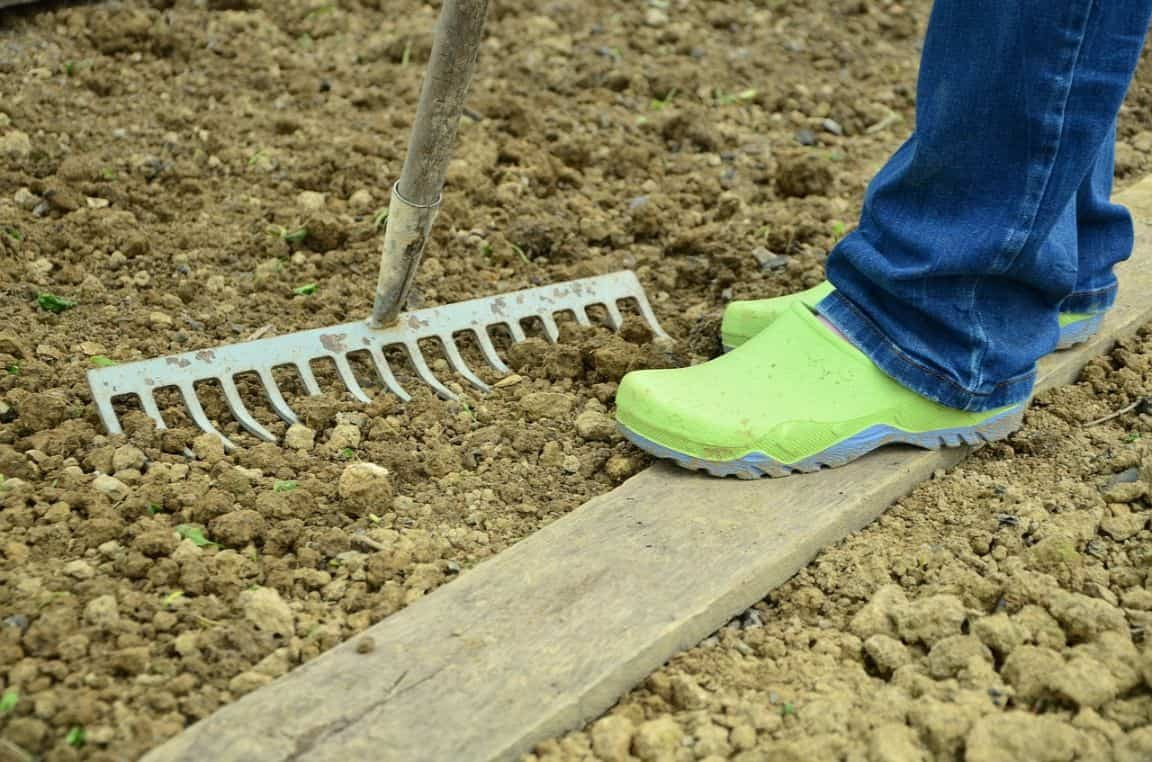 sloping-garden-ideas-1- levelling
