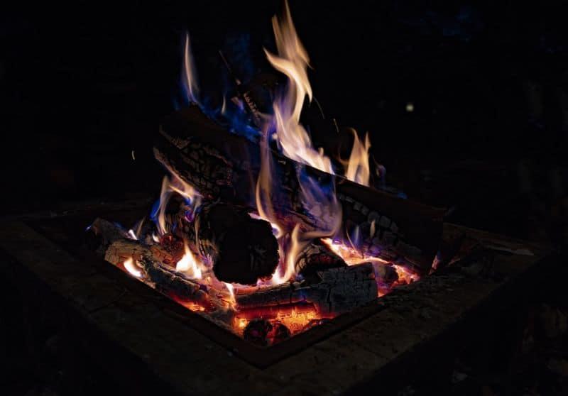 ways-to-heat-up-your-garden-in-winter-1-fire-pit