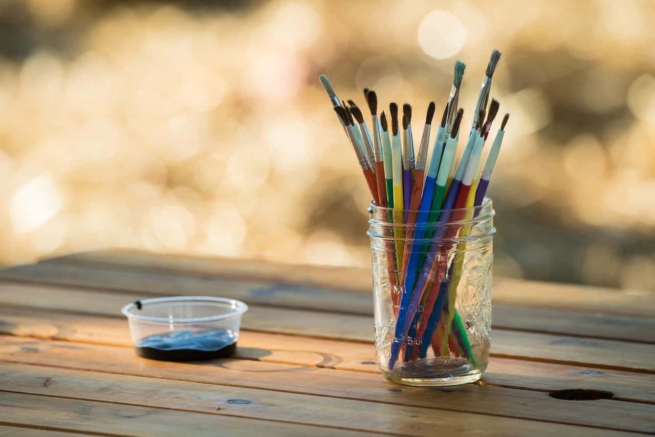 12-shed-storage-ideas-9-mason-jar-paint-stand-pixabay