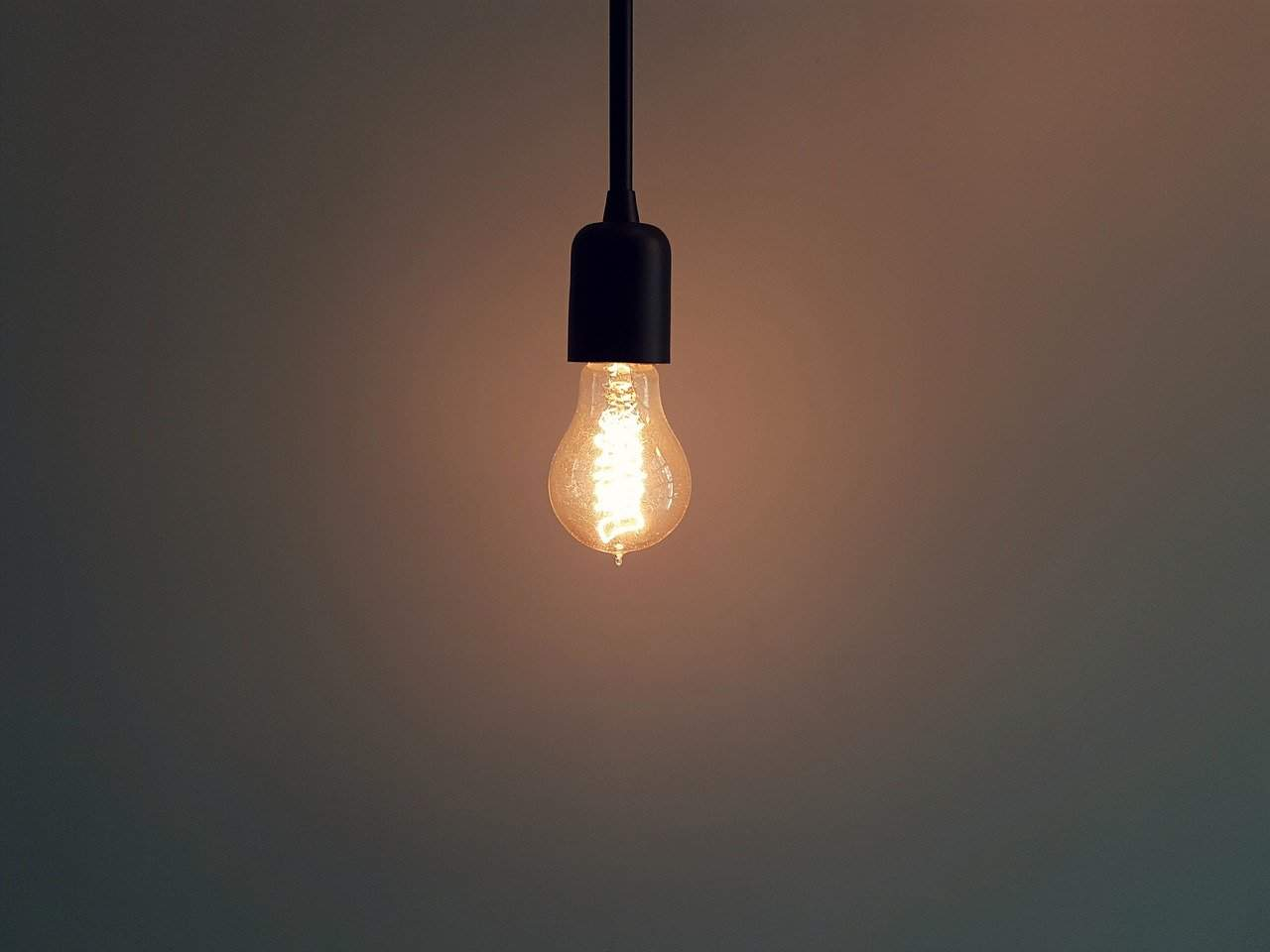 shed-into-hobby-room-5-light-it-up-pixabay