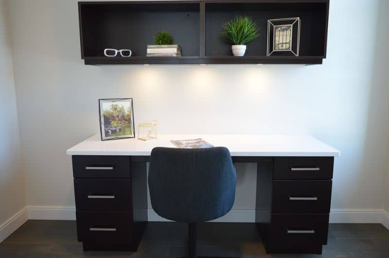 tips-for-decorating-your-home-office-4-attach-open-shelves-organisers