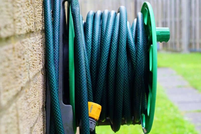 tips-to-keep-your-garden-shed-organised-1-hang-up-your-hose-and-cords-pixabay
