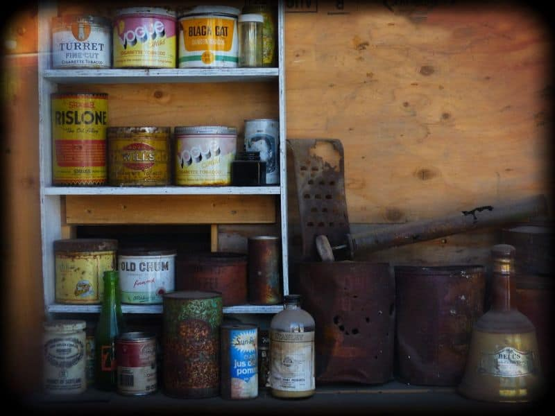 tips-to-keep-your-garden-shed-organised-3-free-standing-shelves-pixabay