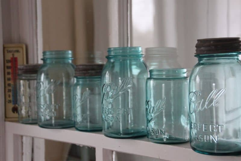 tips-to-keep-your-garden-shed-organised-4-glass-jars-storage-pixabay