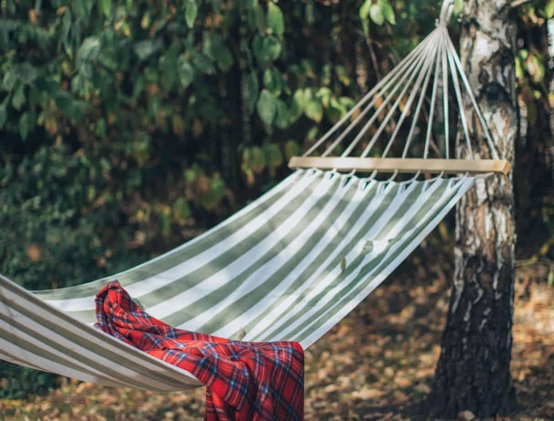 10-diy-outdoor-furniture-8-summer-hammock-pexels