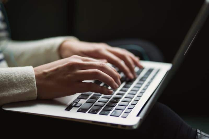 working-from-home-general-tips-for-productivity-5-send-regular-updates-to-your-manager-team-unsplash.jfif