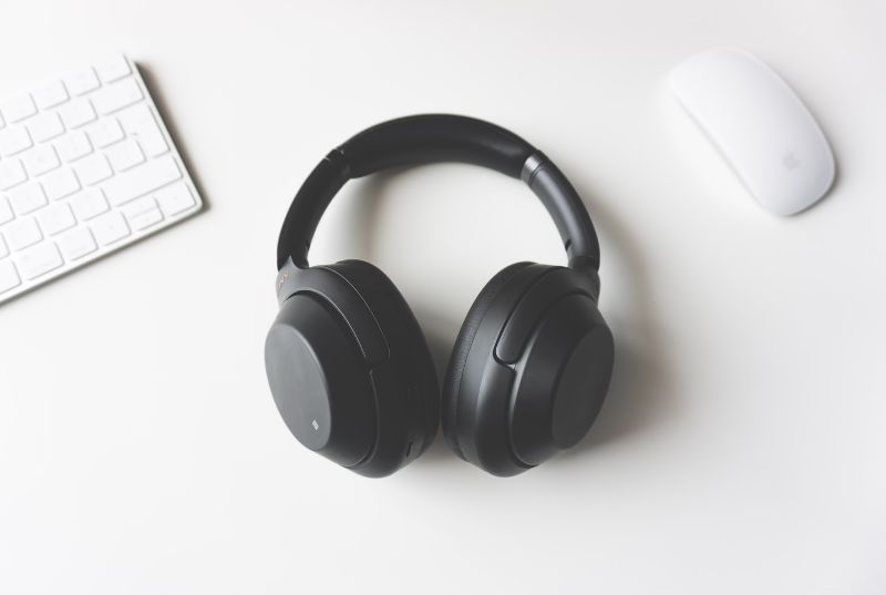 must-have-home-office-essentials-3-headphones-and-speaker-systems-unsplash