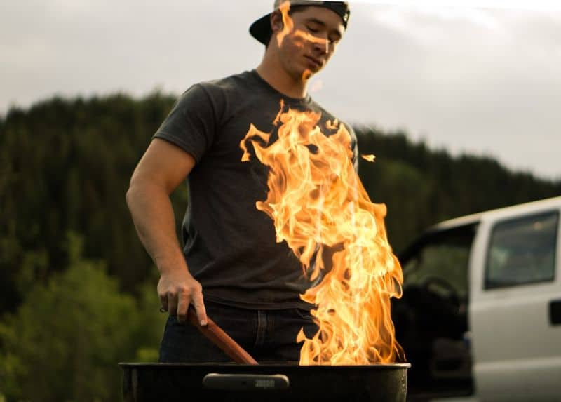 Does a gas or charcoal BBQ control temperature better?