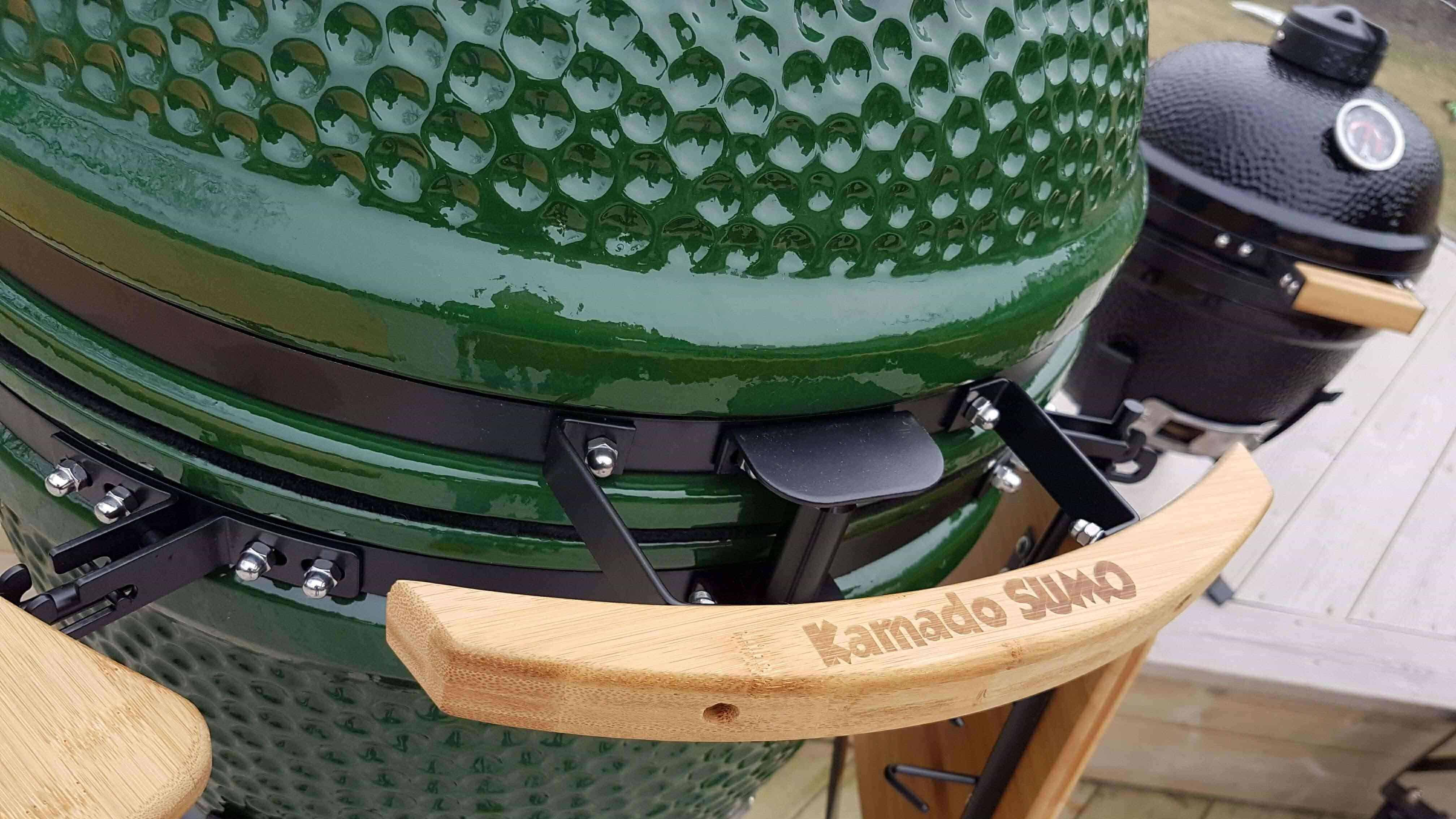 Green egg Kamado ceramic grill with wooden handle